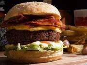 Eventos em Especial - Uma das combinações mais perfeitas que existe, hambúrguer e cerveja parecem ter sido feitos um para...