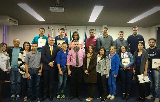 Delegação colombiana de estudantes da Universidade Tecnológico de Antioquia