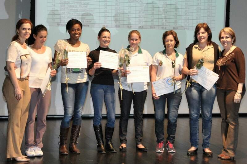 Equipe de merendeiras da EMI Marily Chinaglia Bonaparte recebe premiação