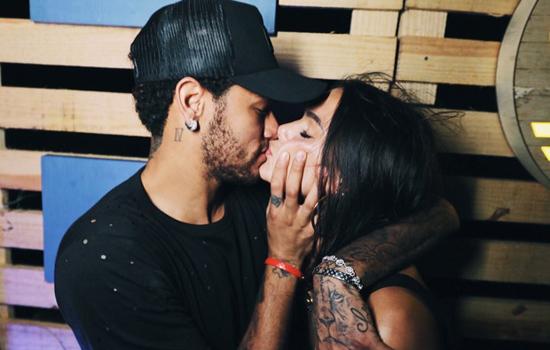 Após despedida aos choros, Marquezine se declara para Neymar: 'Quero seu cheiro'