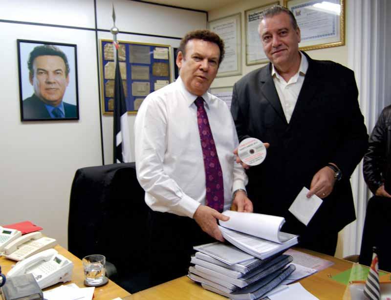 Ex-prefeito Aidan Ravin entrega processo de telemarketing falso para Campos Machado