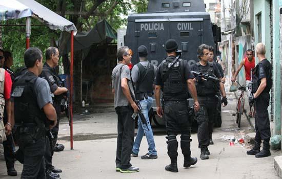 Policia realiza operação na comunidade do Jacarezinho e deixa 3 mortos