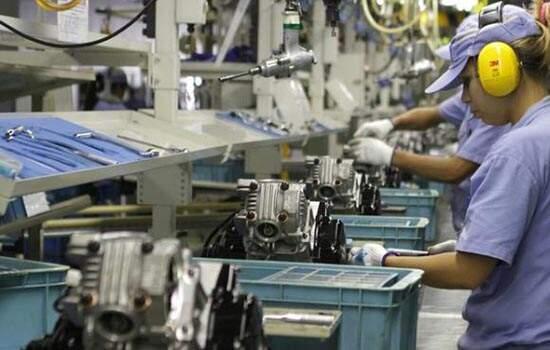 Produção industrial cai 2,4% e interrompe sequência de resultados positivos