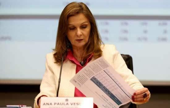 Tesouro Nacional admite que pode adiar reajuste de servidores em 2018